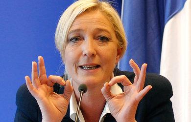 Marine-Le-Pen_reunion_manifestation_campagne
