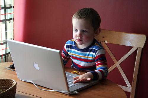 enfant_ordinateur_question_google