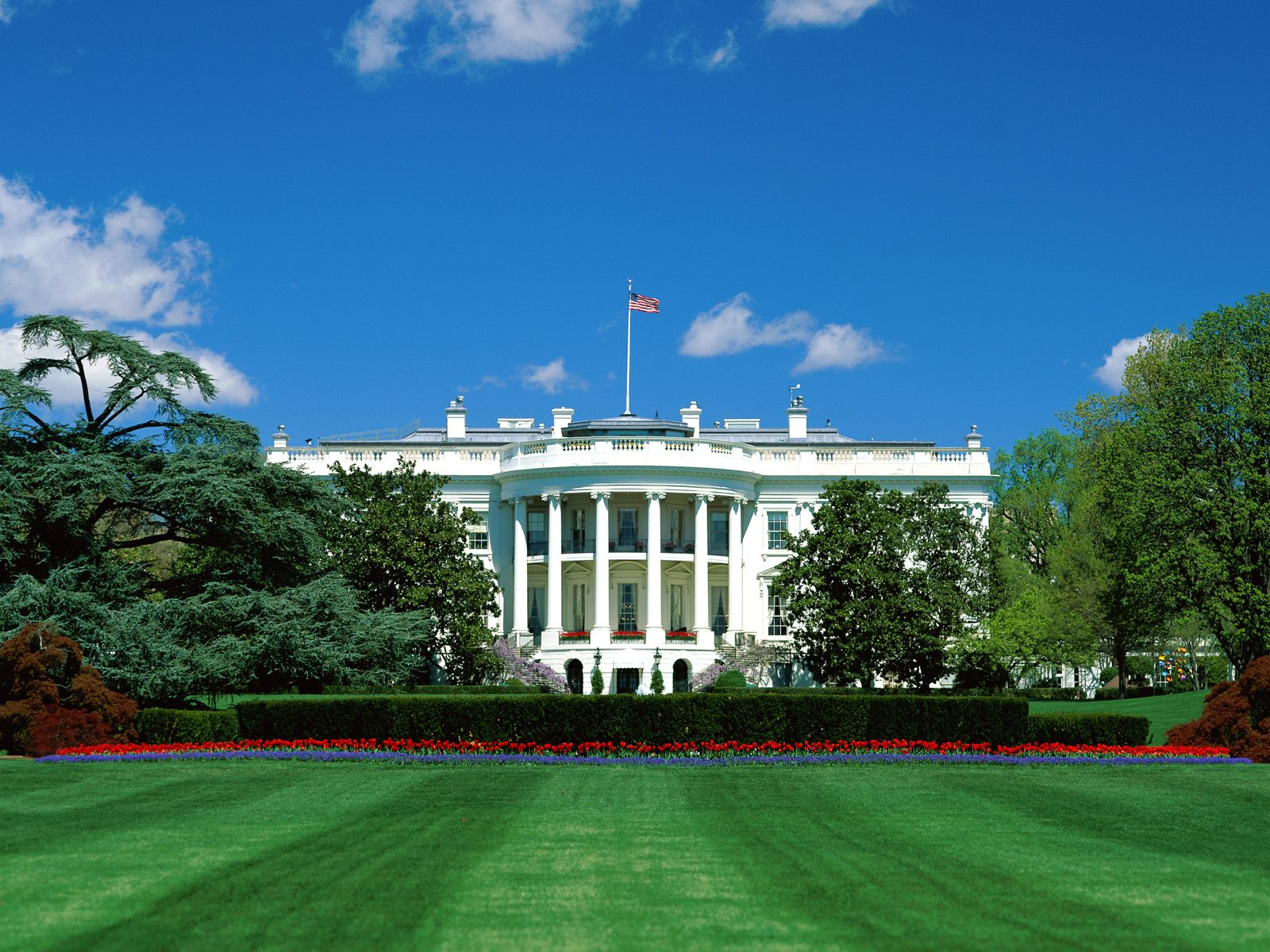 2104761-the_white_house1