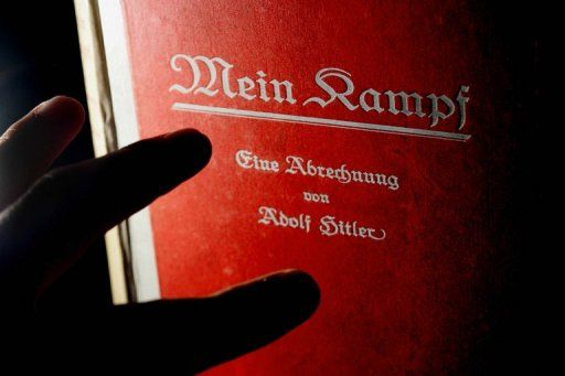 la-premiere-edition-signee-d-adolf-hitler-de-mein-kampf_670373