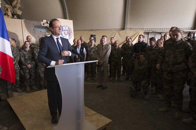 Francois-Hollande-en-visite-en-Afghanistan-aupres-des-troupes-francaises_scalewidth_630