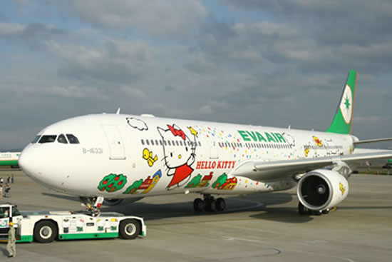 Hello-Kitty-airline3