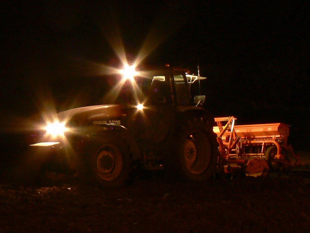 bettraves_tracteur_nuit_1