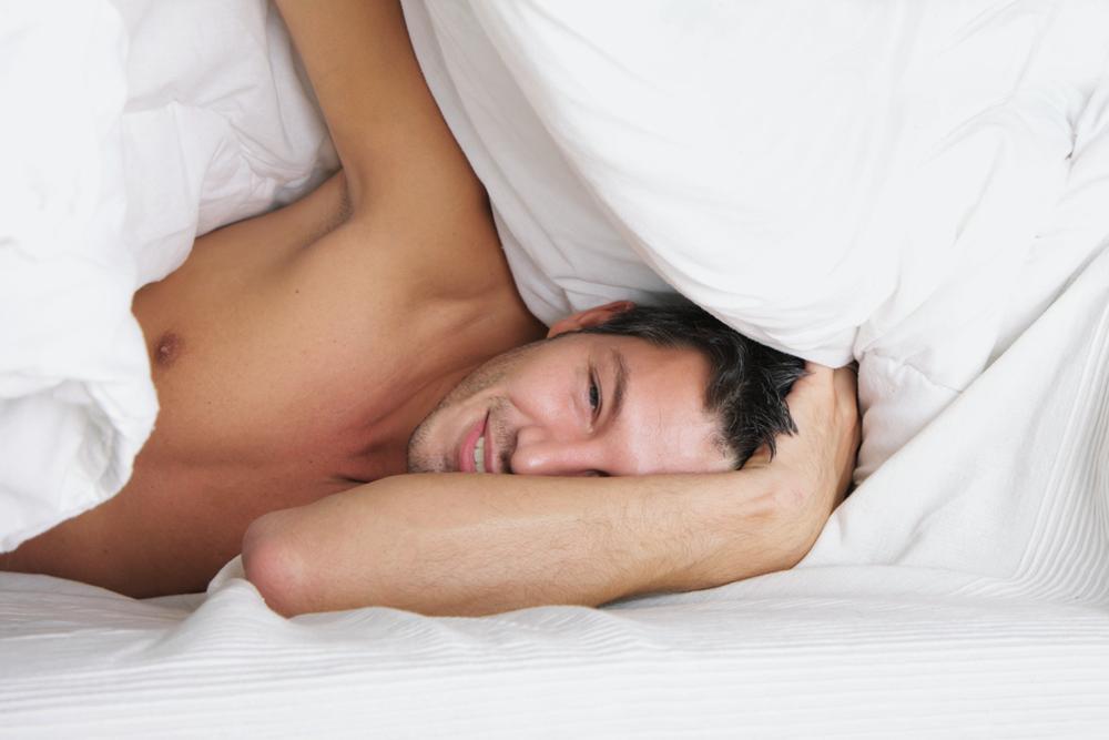 homme-au-lit