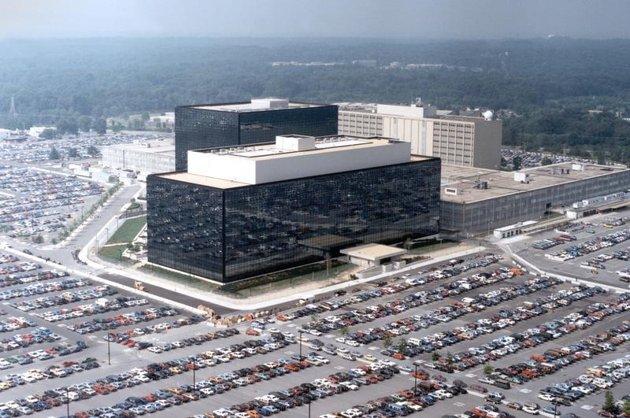 2013-10-15T063021Z_1_APAE99E0I2S00_RTROPTP_3_OFRWR-USA-NSA-E-MAILS-20131015